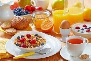 Правильний сніданок для схуднення - це смачні та швидкі страви, які містять помірну кількість калорій